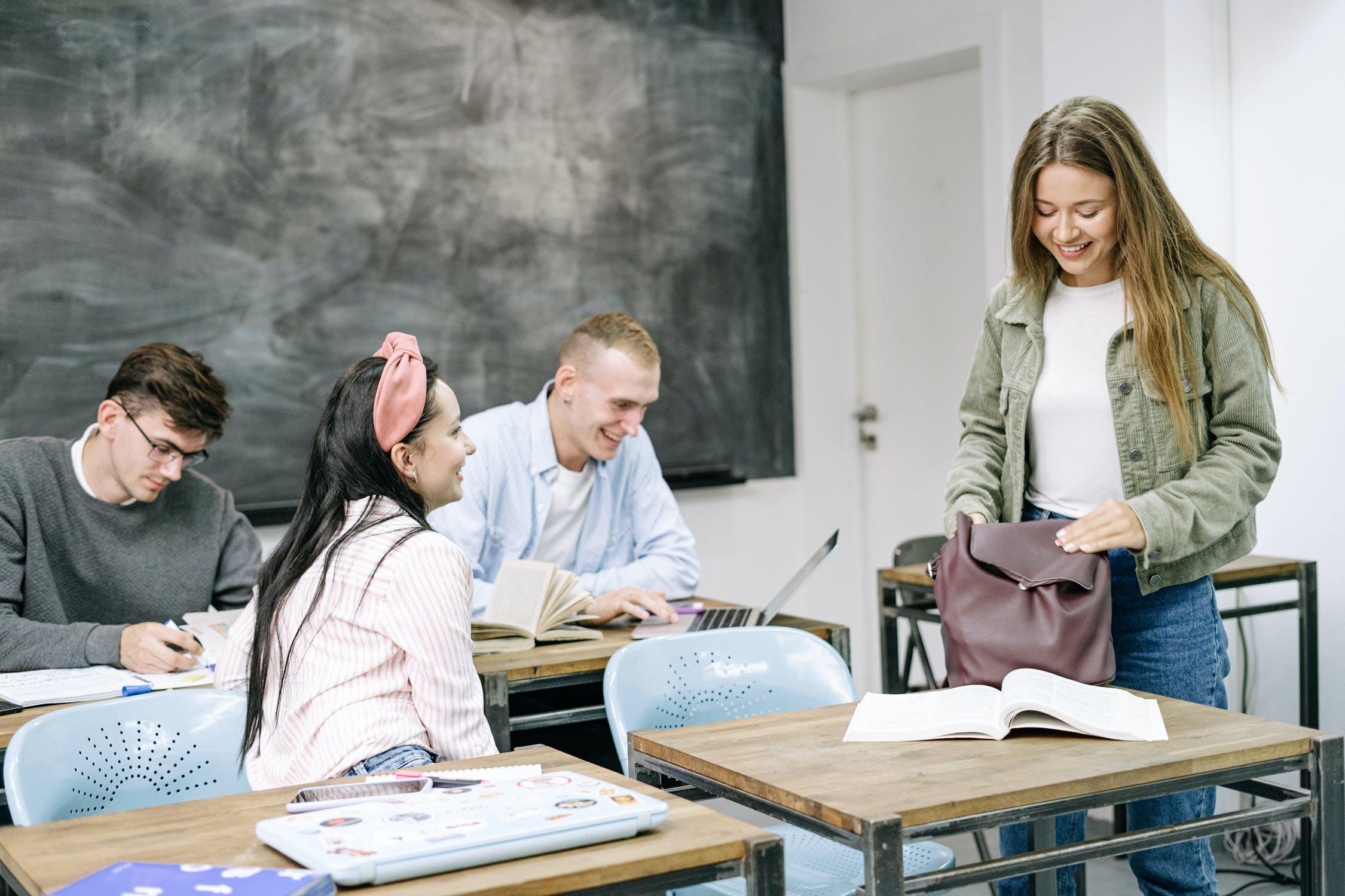 Studerende i klasselokale